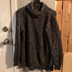 Knit sweater with zippers on side